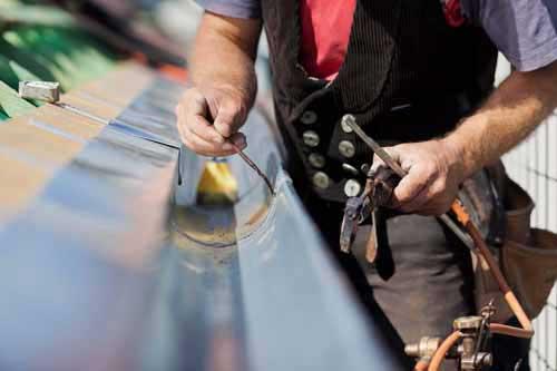 Zinken dakgoot repareren Delft